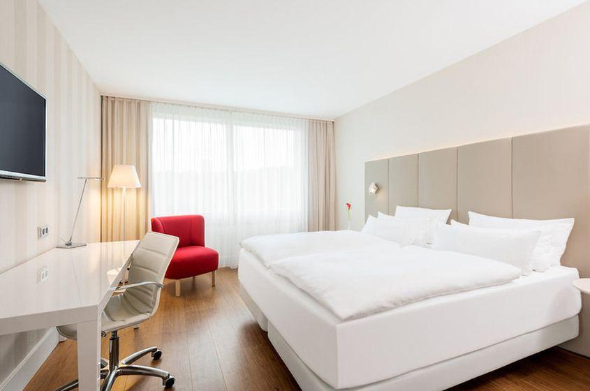 Hotel NH Collection Köln Mediapark ****